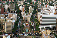 Vista aérea de Altamira,  muestra la Plaza Francia o conocida coloquialmente como Plaza Altamira. A sus alrededores los edificios vistos desde el cielo. Caracas,19 - 09 - 2005 (Ramón Lepage /Orinoquiaphoto)  )   Aerial view the city of Caracas. The city with its Modern arquitecture, Highways and contrast between the rich and poor neighborhoods is surrounded by the Avila National Park and many hills around the valley where the shanty Towns or ´´barrios¨ have grown to become one the largest in Latin America.  (Ramón Lepage / Orinoquiaphoto)