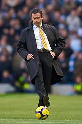 MANCHESTER, ENGLAND - Saturday, November 28, 2009: Hull City's manager Phil Brown during the Premiership match against Manchester City at the City of Manchester Stadium. (Photo by David Rawcliffe/Propaganda)