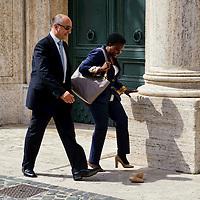 Il ministro  Cecile Kyenge perde una scarpa
