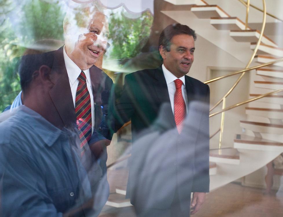 Belo Horizonte_MG, Brasil...O vice-presidente Jose Alencar (PRB) se encontra com o governador de Minas Gerais Aecio Neves (PSDB) no Palacio das Mangabeiras, residencia ofical do governador de Minas...The vice President Jose Alencar (PRB) meets with the governor Aecio Neves (PSDB) in the Mangabeiras palace, the royal residence of the governor of Minas Gerais...Foto: LEO DRUMOND / NITRO