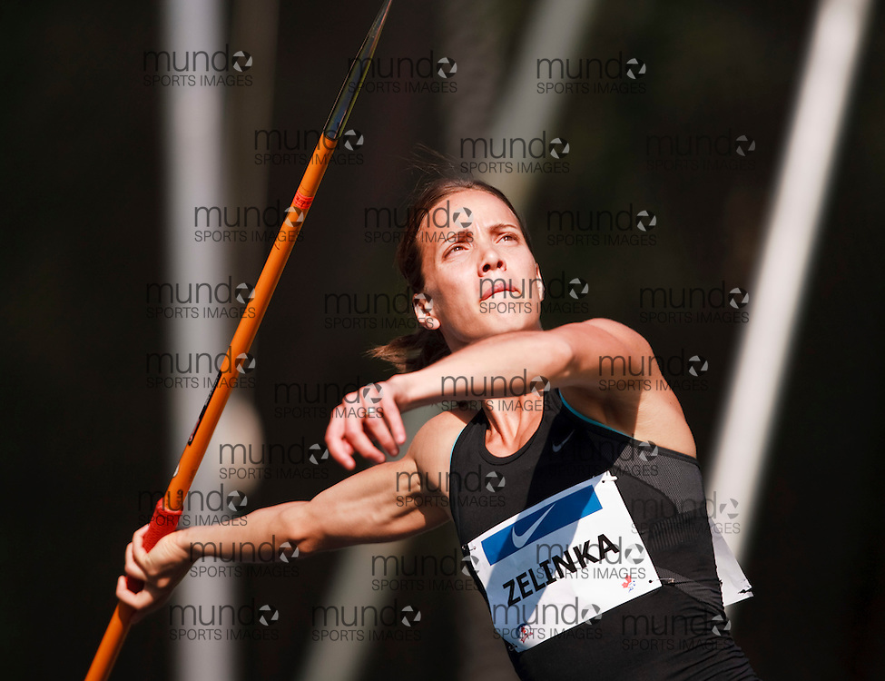 Toronto, Ontario ---10-07-29--- Jessica Zelinka competes at the 2010 Canadian Track and Field Championships in Toronto, Ontario July 30, 2010.. GEOFF ROBINS/Mundo Sport Images.