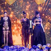 NLD/Amsterdam/20161025 - finale Holland Next Top model 2016, model Emma Hagers, Colette Pronk en winnares Akke Marije Marinus
