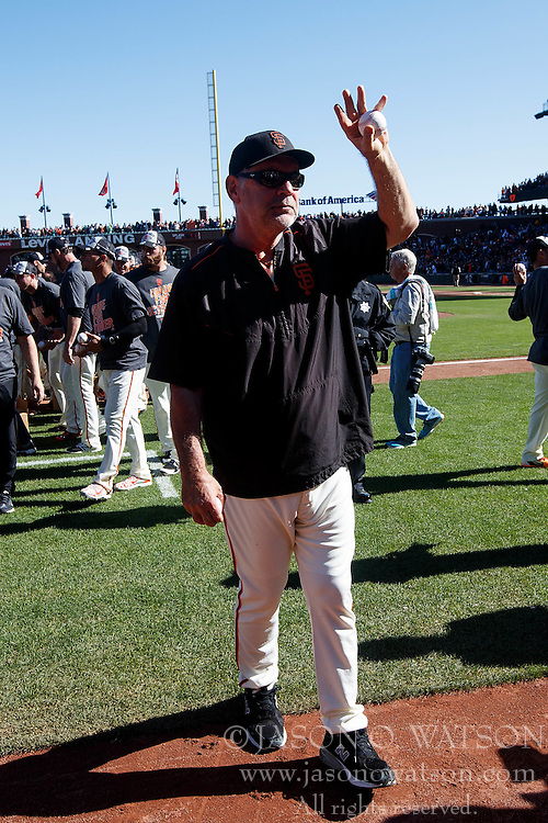 SAN FRANCISCO, CA - OCTOBER 02: Bruce Bochy #15 of the San Francisco Giants waves to fans after the game against the Los Angeles Dodgers at AT&T Park on October 2, 2016 in San Francisco, California. The San Francisco Giants defeated the Los Angeles Dodgers 7-1. (Photo by Jason O. Watson/Getty Images) *** Local Caption *** Bruce Bochy
