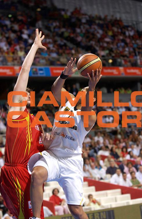 DESCRIZIONE : Madrid Spagna Spain Eurobasket Men 2007 Quarter Final Quarti di Finale Spagna Germania Spain Germany <br /> GIOCATORE : Robert Garrett<br /> SQUADRA : Germania Germany<br /> EVENTO : Eurobasket Men 2007 Campionati Europei Uomini 2007 <br /> GARA :  Spagna Germania Spain Germany <br /> DATA : 13/09/2007 <br /> CATEGORIA : Tiro<br /> SPORT : Pallacanestro <br /> AUTORE : Ciamillo&amp;Castoria/JF.Molliere<br /> Galleria : Eurobasket Men 2007 <br /> Fotonotizia : Madrid Spagna Spain Eurobasket Men 2007 Quarter Final Quarti di Finale  Spagna Germania Spain Germany<br /> Predefinita :