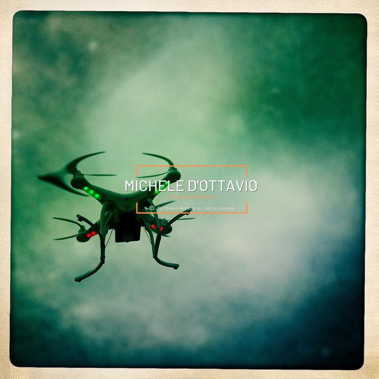 Drone attrezzato per riprese video e fotografie aeree