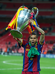 28-05-2011 VOETBAL: CHAMPIONS LEAGUE FINAL FC BARCELONA - MANCHESTER UNITED: LONDON<br /> Dani Alves celebrates with the European Cup trophy<br /> ***NETHERLANDS ONLY***<br /> ©2011- FotoHoogendoorn.nl/EXPA/ Propaganda/Chris Brunskill