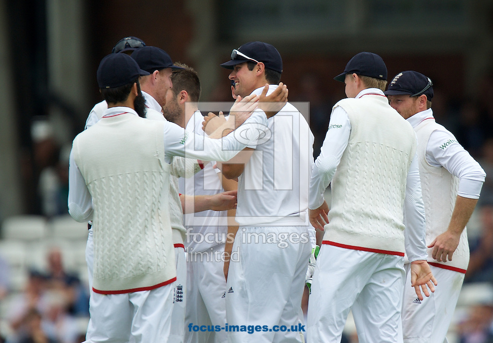 Captain Alastair Cook of England (middle) is congratulated on his catch by Moeen Ali (left) during the 5th Investec Ashes Test Match match at the Kia Oval, London<br /> Picture by Alan Stanford/Focus Images Ltd +44 7915 056117<br /> 20/08/2015
