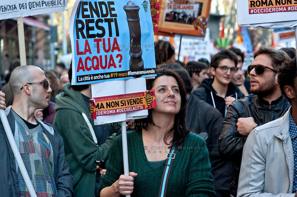 """Twenty thousand people take part in a march 'Roma non si Vende' (Rome is not for Sale) organised by precarious, movements for home, teachers of municipal schools, social cooperatives and neighborhood committees against """"privatization, selling off of public assets, cutting social services, evictions and evictions. Rome, Italy.19th  March 2016"""