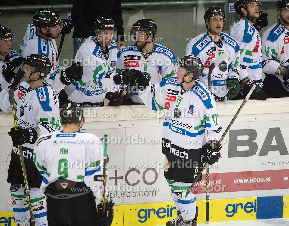 18.12.2015, Keine Sorgen Eisarena, Linz, AUT, EBEL, EHC Liwest Black Wings Linz vs HDD TELEMACH Olimpija Ljubljana, 32. Runde, im Bild Miha Logar (HDD TELEMACH Olimpija Ljubljana) feiert // during the Erste Bank Icehockey League 32nd round match between EHC Liwest Black Wings Linz and HDD TELEMACH Olimpija Ljubljana at the Keine Sorgen Icearena, Linz, Austria on 2015/12/18. EXPA Pictures © 2015, PhotoCredit: EXPA/ Reinhard Eisenbauer