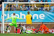 ARNHEM, Vitesse - Ajax, voetbal, Eredivisie seizoen 2015-2016, 25-10-2015, Stadion De Gelredome, Vitesse keeper Eloy Room (R) is kansloos bij de1-1 van Ajax speler Viktor Fischer (L).