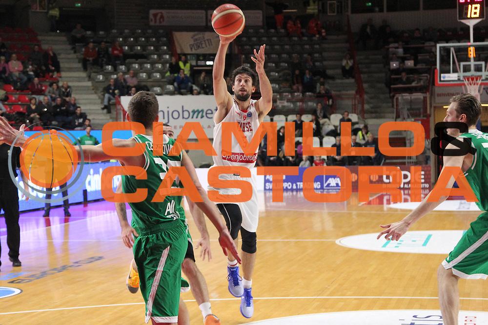 DESCRIZIONE: Varese FIBA Europe cup 2015-16 <br /> Openjobmetis Varese vs Sodertalje Kings<br /> GIOCATORE: Roko Ukic<br /> CATEGORIA: passaggio<br /> SQUADRA: Openjobmetis Varese<br /> EVENTO: FIBA Europe Cup 2015-2016<br /> GARA: EA7 Openjobmetis Varese Sodertalje Kings<br /> DATA: 22/12/2015<br /> SPORT: Pallacanestro<br /> AUTORE: Agenzia Ciamillo-Castoria/A. Ossola<br /> Galleria: FIBA Europe Cup 2015-2016<br /> Fotonotizia: Varese FIBA Europe Cup 2015-16 <br /> Openjobmetis Varese Sodertalje Kings
