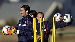09.06.2010, .Centurion, Johannesburg, RSA, FIFA WM 2010, Italien Training im Bild Gianluigi Buffon e Fabio Cannavaro., EXPA Pictures © 2010, PhotoCredit: EXPA/ InsideFoto/ G. Perottino / SPORTIDA PHOTO AGENCY