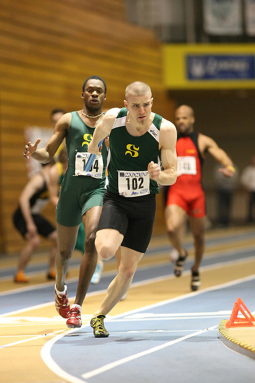Windsor, Ontario ---13/03/09--- Shane Labelle of  Universite de Sherbrooke competes in the 4 X 200 meter relay at the CIS track and field championships in Windsor, Ontario, March 13, 2009..GEOFF ROBINS Mundo Sport Images