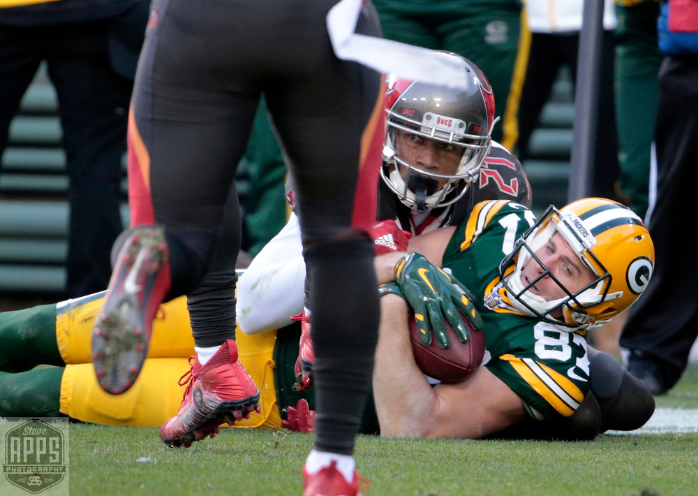 Green Bay Packers wide receiver Jordy Nelson (87) fails to pick up a first down on 3rd and 1-yard late in the 4th quarter. <br /> The Green Bay Packers hosted the Tampa Bay Buccaneers at Lambeau Field in Green Bay,  Sunday, Dec. 3, 2017. The Packers won in 26-20 in Overtime.   STEVE APPS FOR THE STATE JOURNAL.