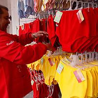 Toluca, Mex.- Hombres y mujeres de todas las edades acuden a tiendas en donde se vende ropa interior para seguir uno de los rituales más conocidos para recibir el Año Nuevo, y es utilizar ropa interior de color rojo y amarillo, que de acuerdo a la superstición es para atraer amor y dinero, las prendas van de los precios más económicos como 15 pesos hasta aquellas de 130 pesos, algunos prefieren armar un conjunto como las mujeres. Agencia MVT / Crisanta Espinosa. (DIGITAL)<br /> <br /> NO ARCHIVAR - NO ARCHIVE