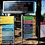 cartelli di indicazione ai numerosi reparti dell'Ospedale Santa Corona di Pietra Ligure (SV) .22 agosto 2011