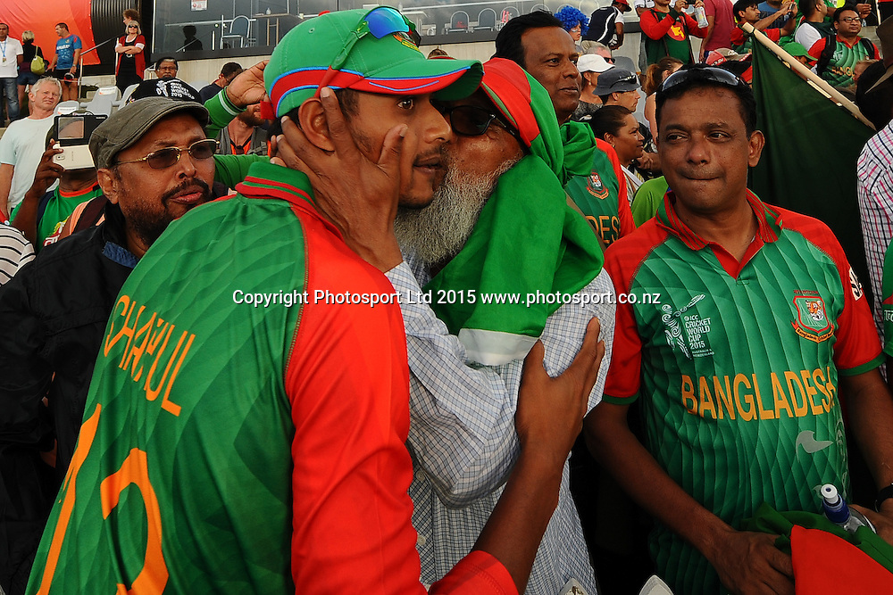 Shafiul Islam from Bangladesh celebrates with fans after winning their 2015 ICC Cricket World Cup match between Bangladesh v Scotland. Saxton Oval, Nelson, New Zealand. Thursday 5 March 2015. Copyright Photo: Chris Symes / www.photosport.co.nz