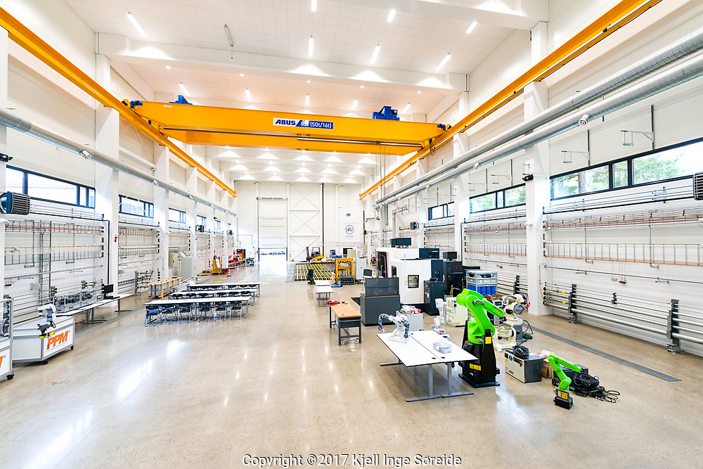 20170829 Grimstad, <br /> <br /> Mechatronics Innovation Lab (MIL)<br /> <br /> <br /> Foto: Kjell Inge Søreide<br /> <br /> Bernt Inge Øhrn og Morten Kollerup Bak
