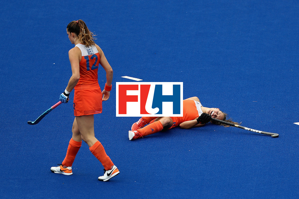 RIO DE JANEIRO, BRAZIL - AUGUST 12:  Lidewij Welten #12 of Netherlands comes to the aid of Kelly Jonker #10 of Netherlands against New Zealand during a Women's Preliminary Pool A match on Day 7 of the Rio 2016 Olympic Games at the Olympic Hockey Centre on August 12, 2016 in Rio de Janeiro, Brazil.  (Photo by Sean M. Haffey/Getty Images)