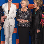 NLD/Amsterdam/20191114 - Prinses Beatrix en Prinses Margriet bij jubileum Dansersfonds, Prinses Beatrix, Prinses Margriet, Igone de Jongh