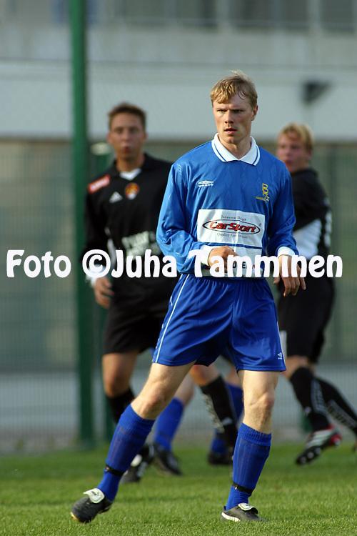 23.05.2002, Pallokentt?, Helsinki, Finland..I Divisioona, Etel?lohko /1st Division South,.FC Jokerit v PP-70 Tampere..Mikko K?rki - PP-70.©Juha Tamminen