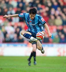 SHEFFIELD, ENGLAND - Saturday, March 1, 2008: Charlton Athletic's Zheng Zhi in action against Sheffield United during the League Championship match at Bramall Lane. (Photo by David Rawcliffe/Propaganda)