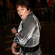 NLD/Amsterdam/20080201 - Verjaardagsfeest Koninging Beatrix en prinses Margriet, staatssecretaris Ella Vogelaar heeft het koud