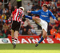 Fotball<br /> Premier League 2004/05<br /> Southampton v Birmingham<br /> 24. oktober 2004<br /> Foto: Digitalsport<br /> NORWAY ONLY<br /> Southampton's Brett Ormerod is stopped by Birmingham Citys' Darren Anderton