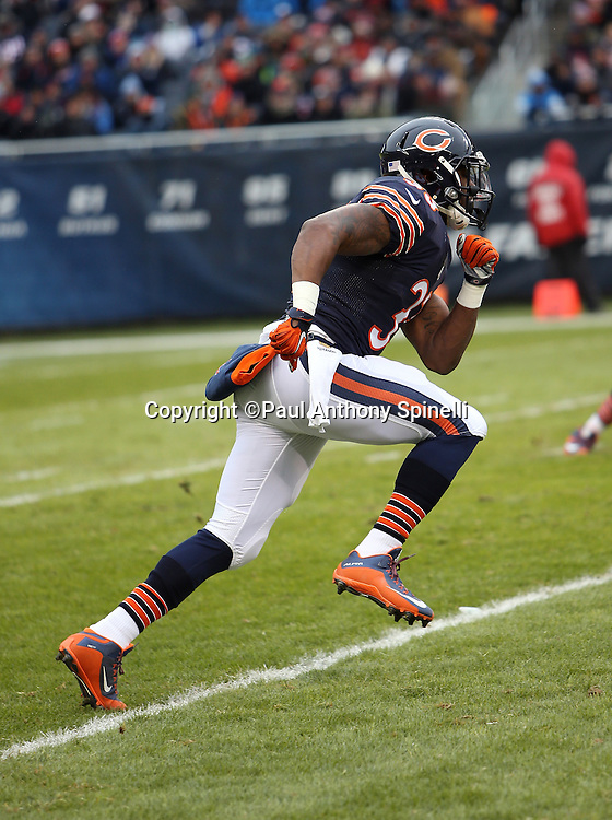 Chicago Bears rookie running back Jeremy Langford (33) runs hard during the NFL week 17 regular season football game against the Detroit Lions on Sunday, Jan. 3, 2016 in Chicago. The Lions won the game 24-20. (©Paul Anthony Spinelli)