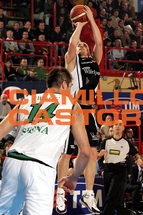 DESCRIZIONE : Forli Lega A1 2005-06 Copps Italia Final Eight Tim Cup Montepaschi Siena Whirlpool Varese<br />GIOCATORE : Hafnar<br />SQUADRA : Whilpool Varese<br />EVENTO : Campionato Lega A1 2005-2006 Coppa Italia Final Eight Tim Cup Quarti Finale<br />GARA : Montepaschi Siena Whirlpool Varese<br />DATA : 16/02/2006<br />CATEGORIA : Tiro<br />SPORT : Pallacanestro<br />AUTORE : Agenzia Ciamillo-Castoria/Paolo Lazzeroni<br />Galleria : Coppa Italia 2005-2006<br />Fotonotizia : Forli Campionato Italiano Lega A1 2005-2006 Coppa Italia Final Eight Tim Cup Quarti Finale Montepaschi Siena Whirlpool Varese <br />Predefinita :