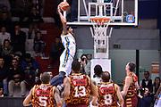 DESCRIZIONE : Beko Legabasket Serie A 2015- 2016 Vanoli Cremona - Umana Reyer Venezia<br /> GIOCATORE : Deron Washington<br /> CATEGORIA : schiacciata controcampo<br /> SQUADRA : Vanoli Cremona<br /> EVENTO : Beko Legabasket Serie A 2015-2016<br /> GARA : Vanoli Cremona - Umana Reyer Venezia<br /> DATA : 07/02/2016<br /> SPORT : Pallacanestro <br /> AUTORE : Agenzia Ciamillo-Castoria/R.Morgano