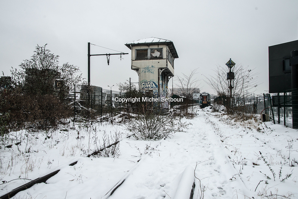 France Paris 12 ardt, former railway line around paris, la petite ceinture; Industrial wasteland /  la petite ceinture ferroviaire de Paris. Friche industrielle.