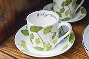 Tassen mit Ginkgomuster, Weimar, Thüringen, Deutschland   cups with Ginkgo leaves, Weimar, Thuringia, Germany
