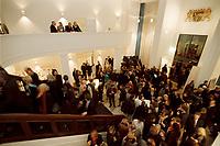 10 JAN 2001, BERLIN/GERMANY:<br /> Vertretung des Freistaates Bayern beim Bund, Eingangshalle, waehrend einem Empfang anlaesslich des Neujahrskonzertes<br /> IMAGE: 20010110-03/01-18<br /> KEYWORDS: Landesvertretung