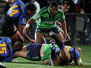 Ben Smith twists to score a try for the Highlanders..Investec Super Rugby - Highlanders v Force, 3 June 2011, Carisbrook Stadium, Dunedin, New Zealand..Photo: Rob Jefferies / www.photosport.co.nz