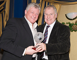 LIVERPOOL, ENGLAND - Friday, November 27, 2009: Sean Styles and Joe Royle at the Health Through Sport charity dinner at the Devonshire House. (Photo by David Rawcliffe/Propaganda)