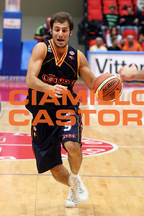 DESCRIZIONE : Livorno Lega A1 2006-07 Td Shop Livorno Lottomatica Virtus Roma<br />GIOCATORE : Giachetti<br />SQUADRA : Lottomatica Virtus Roma<br />EVENTO : Campionato Lega A1 2006-2007 <br />GARA : Td Shop Livorno Lottomatica Virtus Roma<br />DATA : 19/10/2006 <br />CATEGORIA : Palleggio<br />SPORT : Pallacanestro <br />AUTORE : Agenzia Ciamillo-Castoria/G.Ciamillo