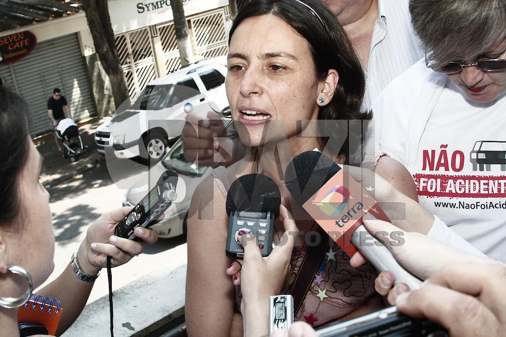 ATENCAO EDITOR: FOTO EMBARGADA PARA VEICULOS INTERNACIONAIS - SÃO PAULO, 07 DE OUTUBRO 2012 - ELEICOES 2012 - SONINHA FRANCINE - A candidata a prefeitura de Sao Paulo pelo PPS, vota em São Paulo,  no colegio PUC, regiao da  zona oeste da capital, nessa manha de domingo, 07- FOTO LOLA OLIVEIRA - BRAZIL PHOTO PRESS