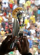 Footbal-FIFA Beach Soccer World Cup 2006 - Final- BRA xURU -The capitan Junior Neg&atilde;o it raises trofeu it of champion chip 2006 FIFA   -Rio de Janeiro- Brazil - 12/11/2006.<br />Mandatory Credit: FIFA/Ricardo Ayres