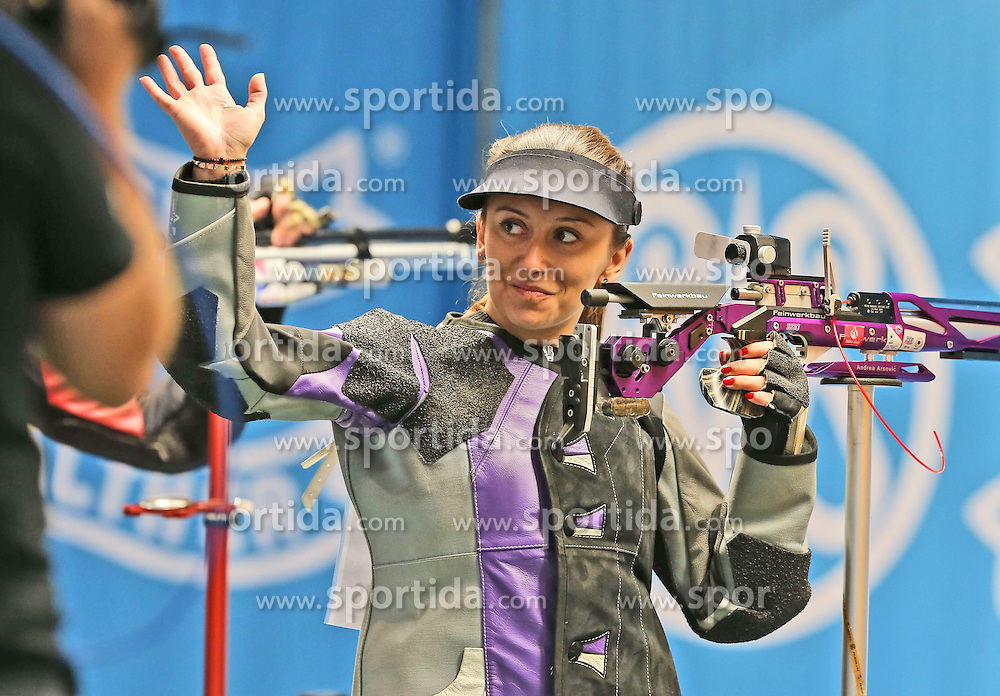 05.09.2015, Olympia Schiessanlage Hochbrueck, Muenchen, GER, ISSF World Cup 2015, Gewehr, Pistole, Damen, 10 Meter Luftgewehr, im Bild Andrea Arsovic (SRB) lachend, winkend // during the women's 10M air rifle competition of the 2015 ISSF World Cup at the Olympia Schiessanlage Hochbrueck in Muenchen, Germany on 2015/09/05. EXPA Pictures &copy; 2015, PhotoCredit: EXPA/ Eibner-Pressefoto/ Wuest<br /> <br /> *****ATTENTION - OUT of GER*****