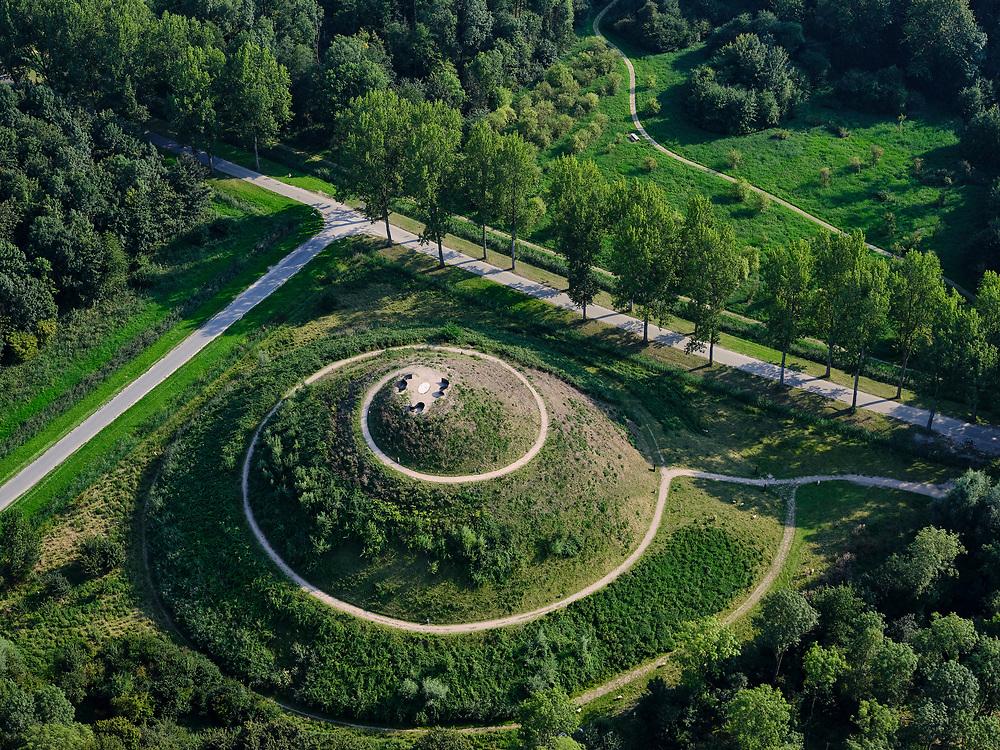 Nederland, Flevoland, Almere Haven, 26-08-2019; Stichtse kant met Cirkelbos, land art project met daarin opgenomen het Museumbos.  Onderdeel van het Museumbos is de dertig meter hoge uitkijkberg 'Almere Boven'.<br /> Stichtse side with Cirkelbos, land art project including the Museumbos.<br /> luchtfoto (toeslag op standard tarieven);<br /> aerial photo (additional fee required);<br /> copyright foto/photo Siebe Swart