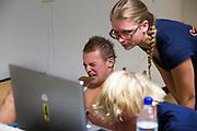 Ralph is bezig met de inspanningstest. Aan de VU Amsterdam worden potentiele rijders voor de VeloX5 getest. In september wil het Human Power Team Delft en Amsterdam, dat bestaat uit studenten van de TU Delft en de VU Amsterdam, een poging doen het wereldrecord snelfietsen te verbreken, dat nu op 133,8 km/h staat tijdens de World Human Powered Speed Challenge.<br /> <br /> At the VU Amsterdam possible riders for the VeloX5 are tested. With the special recumbent bike the Human Power Team Delft and Amsterdam, consisting of students of the TU Delft and the VU Amsterdam, also wants to set a new world record cycling in September at the World Human Powered Speed Challenge. The current speed record is 133,8 km/h.