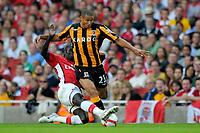 Fotball<br /> England<br /> Foto: Colorsport/Digitalsport<br /> NORWAY ONLY<br /> <br /> Daniel Cousin (Hull) is tackled by Bacary Sagna (Arsenal). Arsenal Vs Hull City. Barclays Premier League. Emirates Stadium. London. 27/09/2008.