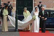 His highness prince Pieter-Christiaan of Oranje Nassau, of Vollenhoven and Ms drs. A.T. van Eijk get married  in the Great or St Jeroens Church in Noordwijk. <br /> <br /> <br /> Zijne Hoogheid Prins Pieter-Christiaan van Oranje-Nassau, van Vollenhoven en mevrouw drs. A.T. van Eijk treden in het (kerkelijk) huwelijk in de Grote St. Jeroenskerk in Noordwijk<br /> <br /> On the photo/Op de foto:<br /> <br /> <br /> <br /> Aankomst van  Anita van Eijk met haar vader.<br /> <br /> Arrival of Anita with her father