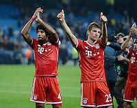 FUSSBALL   CHAMPIONS LEAGUE   SAISON 2013/2014   Vorrunde Manchester City - FC Bayern Muenchen        02.10.2013 Schlussjubel FC Bayern Muenchen; Dante (li) und Thomas Mueller