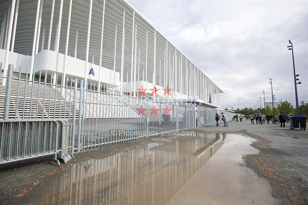 BORDEAUX, FRANCE - Thursday, September 17, 2015: An exterior view of the Nouveau Stade de Bordeaux before the UEFA Europa League Group Stage Group B match between FC Girondins de Bordeaux and Liverpool. (Pic by David Rawcliffe/Propaganda)