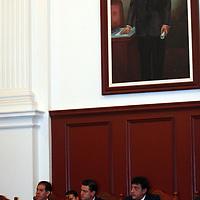 Toluca, Mex.- Enrique Peña Nieto, gobernador del estado de México y José Martínez Vilchis, rector de la UAEM, firmaron un convenio de colaboración para iniciar el sistema electrónico de información de expedientes clínicos del estado, el cual, administrará contenidos de los historiales a nivel municipal estatal y nacional. Agencia MVT / Etna Aguilar. (DIGITAL)<br /> <br /> <br /> <br /> NO ARCHIVAR - NO ARCHIVE