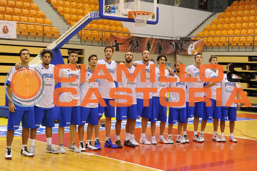 DESCRIZIONE : Coimbra Qualificazioni Europei 2013 Portogallo Italia<br /> GIOCATORE : team<br /> CATEGORIA : inno curiosita fair play<br /> SQUADRA : Italia<br /> EVENTO : Qualificazioni Europei 2013<br /> GARA : Portogallo Italia <br /> DATA : 30/08/2012 <br /> SPORT : Pallacanestro <br /> AUTORE : Agenzia Ciamillo-Castoria/GiulioCiamillo<br /> Galleria : Fip Nazionali 2012 <br /> Fotonotizia : Coimbra Qualificazioni Europei 2013 Italia Portogallo<br /> Predefinita :