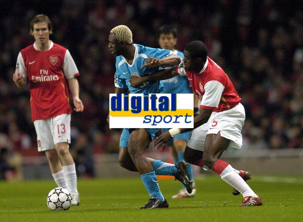 Photo: Olly Greenwood.<br />Arsenal v PSV Eindhoven. UEFA Champions League. Last 16, 2nd Leg. 07/03/2007. Arsenal's Kolo Toure and PSV's Arouna Kone