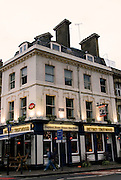 THE BETSEY TROTWOOD PUB.56 Farringdon Road, Clerkenwell, EC1R 3BL.Tube: Farringdon.Tel:0044(0)2072534285.Web: thebetsey.com.EVENTI: The Betsey e' un pub vittoriano che e' riuscito a ritenere la tradizione delle pubblic house e ad arricchirla con eventi di vario tipo. il calendario varia dalla serata dedicata alla POESIA , LIVE MUSIC, TEATRO, COMEDY, MUSIC FESTIVALS.  posto ideale per degustare cibo della casa..